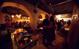 album4431_1411556224_Old-Growler-Bars-Sydney-Bar-Woolloomooloo-Good-Best-Top-Function-Venues-Venue-Hire-Rooms-005.jpg