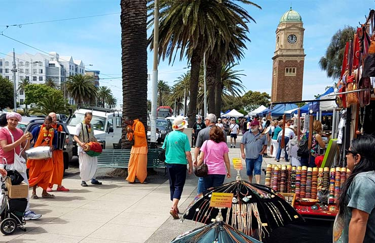 st kilda-markets-melbourne-to-do-weekend-best-top-food-drinks-drink-shopping-vintage-secondhand-homemade