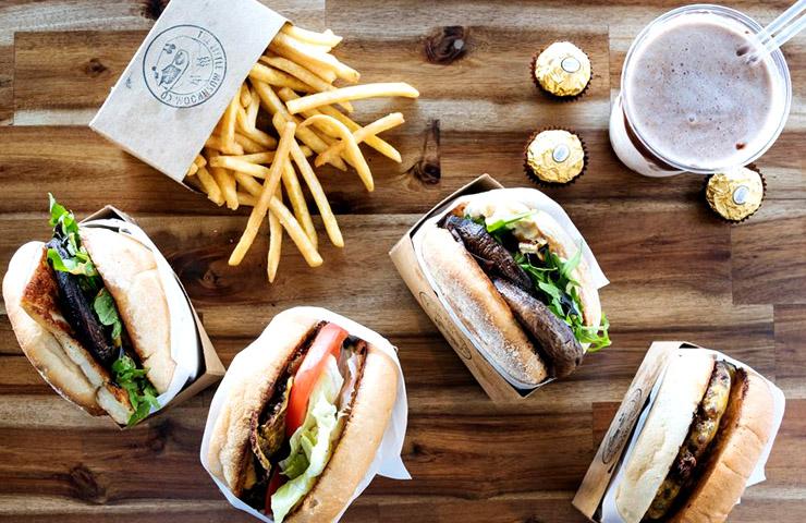 melbourne-best-food-trucks-vegetarian-little-mushroom-share-friends