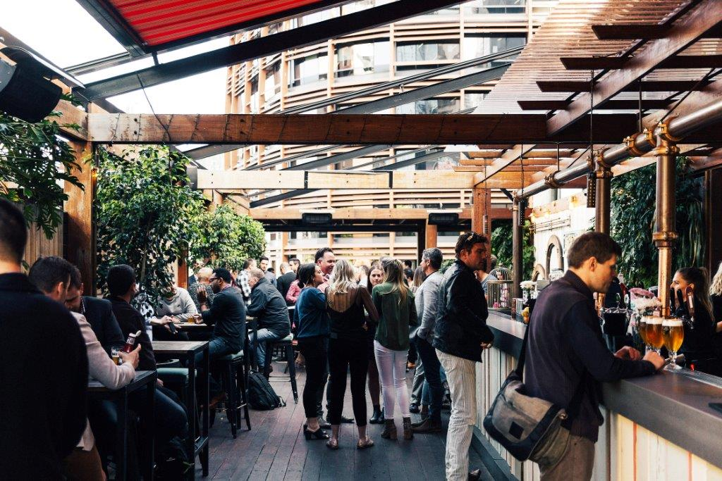 Waterside-Hotel-Melbourne-cbd-bar-bars-pub-pubs-superbowl-party-events-event-outdoor-beer-garden-sport-sports-halftime